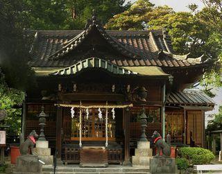 1146px-三囲神社の社殿。.jpg